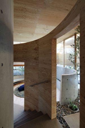 escalier accès étage - pit-house par UID Architects - Okayama, Japon