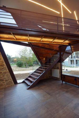 escalier accès étage supérieur - Recupero-casa par Rocco Valentini - Chieti, Italie