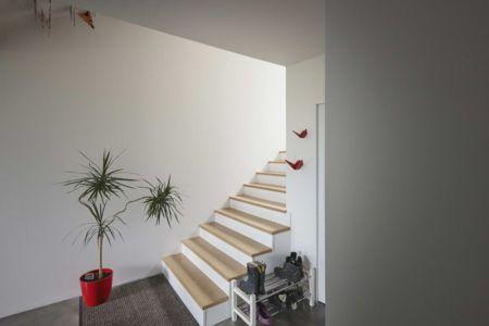 escalier accès niveau supérieur - House-Hillside par JDS Architects - France