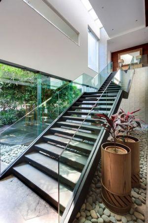 escalier accès niveau supérieur - home-pool par DADA-&-Partners - New Delhi, Inde