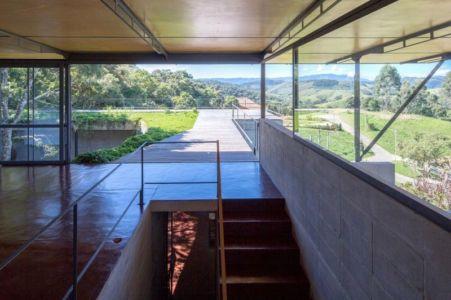 escalier accès toiture végétalisée - Casa-Santo-Antonio par H+F Arquitetos - Santo Antônio, Brésil