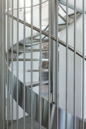 escalier aluminium - Carmel Highlands Residence par Eric Miller Architects - Carmel-By-The-Sea, Usa