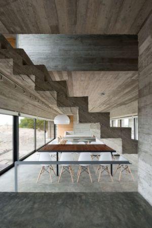 escalier béton accès étage - House-three-forms par Luciano Kruk - Buenos Aires, Argentine