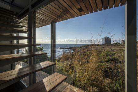 escalier bois - Amchit résidence par Blankpage architects -Liban