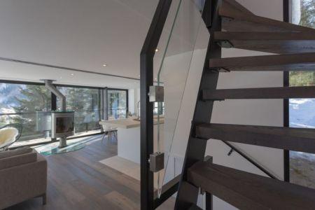 escalier bois - Chalet-Dag par Chevalier Architectes - France