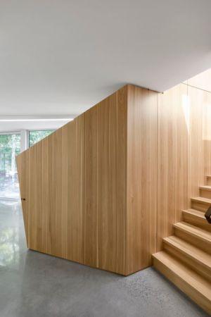 escalier bois - Maison du Lac Grenier par Paul Bernier Architecte - Estérel, Canada