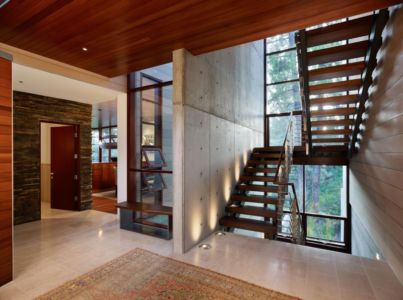 escalier bois - Mandeville Canyon Residence par Rockefeller Partners Architects - Los Angeles, Usa - photo Eric Staudenmaier