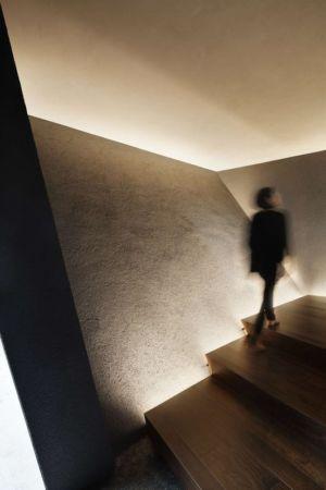 escalier bois - SRK par Artechnic - Meguro, Japon