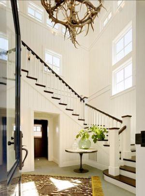 escalier bois - Transitional Farmhouse Design par Total Design - Calistoga, Californie, Usa