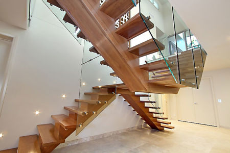 escalier bois - Treetops Residence par Artas Architects & D Pearce Constructions - Toowong, Australie
