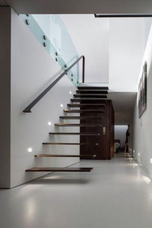 escalier bois flottant - Watervilla par +31ARCHITECTS - Amsterdam, Pays-Bas