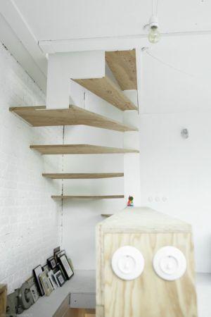 escalier bois accès étage supérieur - Saganaki House par BUMParchitectes, France