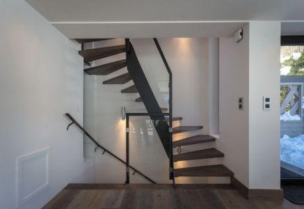escalier bois accès étage - Chalet-Dag par Chevalier Architectes - France