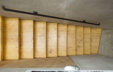 escalier bois accès étage - Container-Urban par Atelier Riri - Bekasi, Indonesie