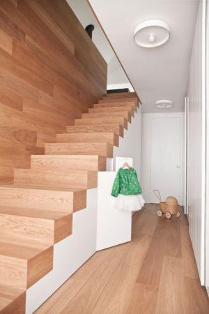 escalier bois accès étage - Hillside-Home par Multiplan Arhiteki - Ljubljana,Slovénie