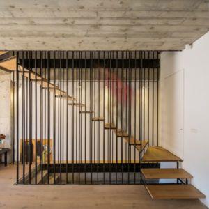 escalier bois accès étage - LAMA-House par LAMA Arhitectura - Bucarest, Roumanie