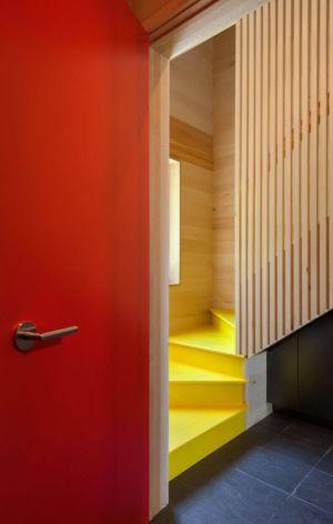 escalier bois accès étage - Lake-House par David Salmela -  Wisconsin, USA