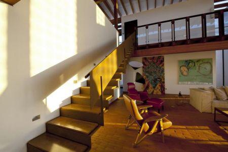escalier bois accès étage - Quinta-House par CANDIDA TABET ARQUITETURA - São Paulo, Brésil