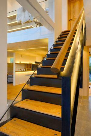escalier bois accès étage - alpine-residence par Bau-Fritz - Munich, Allemagne