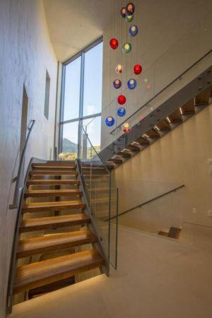 escalier bois accès étage - home-Colorado par Bill Poss - Colorado, USA