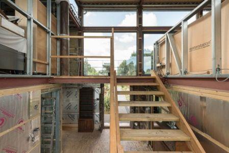escalier bois accès étage - houseboat par MAA Architects - Tamise, Angleterre