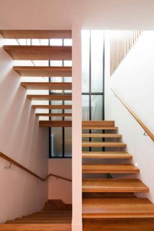 escalier bois accès étage supérieur - Queenscliff-Design par Watershed Design - Sydney, Australie