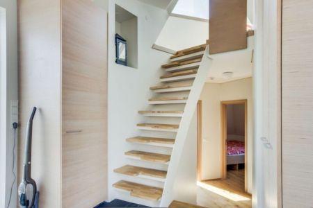 escalier bois accès niveau supérieur - Vacation-home par Stunning Pyramid - Thingvellir, Islande
