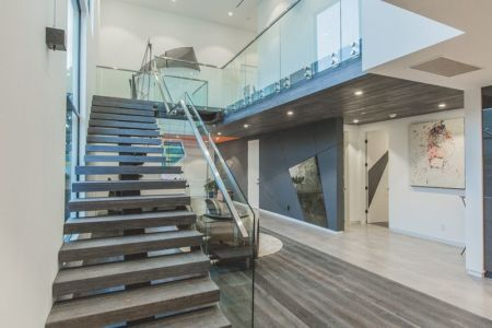 escalier bois & balustrade en verre - Angular-Lines par Amit Apel - Los Angeles, USA