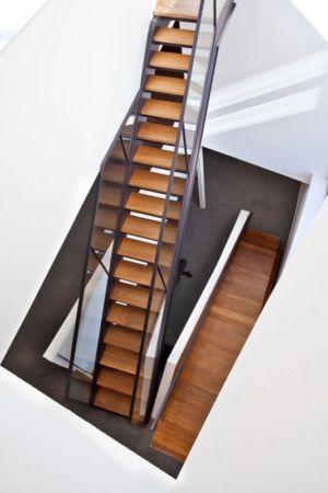 escalier bois et métal - Port Hope House par Teeple Architects - Ontario, Canada