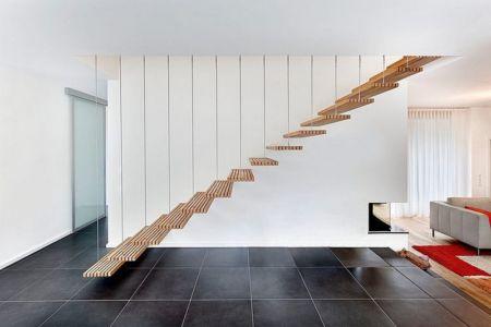 escalier bois suspendu - House W par Studio Prototype – Pays-Bas |