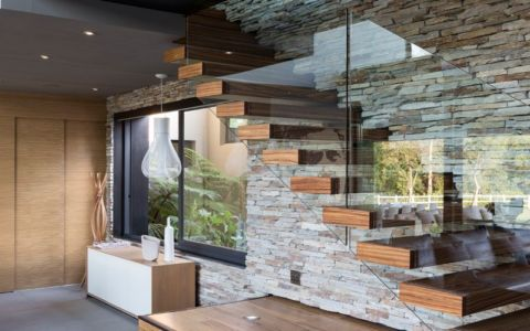 escalier bois, verre et pierre - House Blair Atholl par Nico van der Meulen Architects - Afrique du Sud |