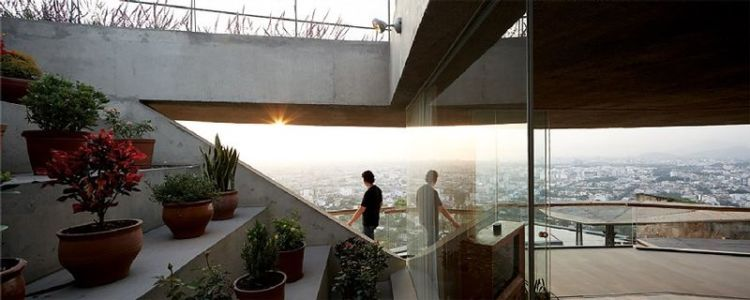 escalier déco plantes - Pachamanca-House par 1-arquitectos - Lima, Pérou
