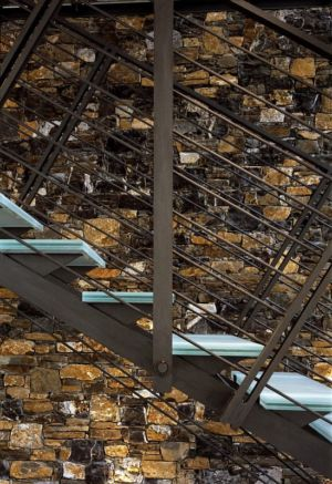 escalier en acier accès étage - Villa-Studiorossi par Studiorossi Secco - Crevo, Italie