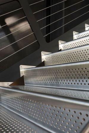 escalier en acier inoxydable - Shokan-House par Jay Bargmann - New York, USA