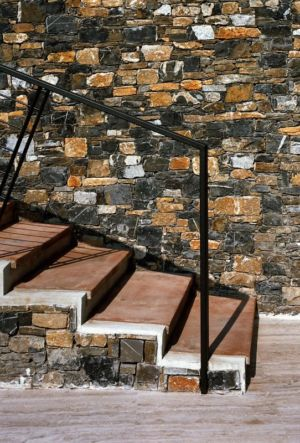escalier en béton - Villa-Studiorossi par Studiorossi Secco - Crevo, Italie