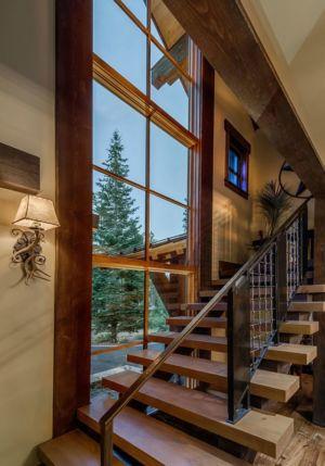 escalier en bois - chalet de luxe par Walton Architecture - Martis Camp, Usa