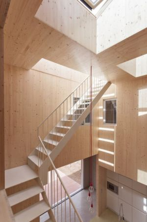 escalier en bois - g-house par Esau Acosta - El Sauzal, Espagne