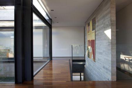 escalier entrée - LM Residence par Marcos Bertoldi Arquitetos - Campo Comprido, Brésil