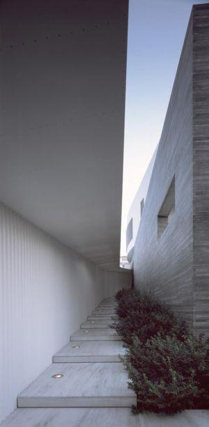 escalier entrée - Psychiko House par Divercity Architects - Athènes, Grèce