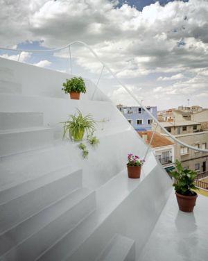 escalier et déco fleurs - Casa Lude par Grupo Aranea  - Cahegin, Espagne