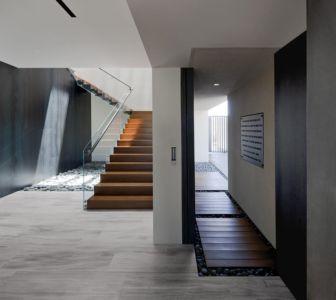 escalier et couloir 1er niveau - Tresarca House par assemblageSTUDIO - Las Vegas, Nevada, Usa