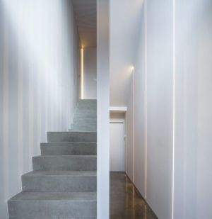 escalier et couloir - Percy lane luxury homes par Odos architects - Dublin Irlande.jpg