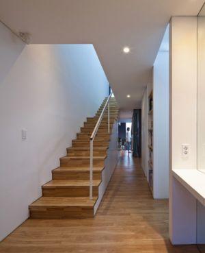 escalier et couloir - Woljam-ri House par JMY architects - Gyeongsangnam-do, Corée du Sud