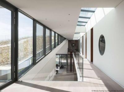 escalier et couloir étage - Long Island House par 1100 Architect - NY, Usa