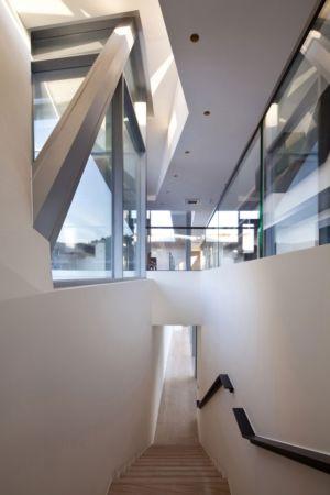 escalier et couloir rdc - Maison Rivendell par IDMM Architects - Corée du sud