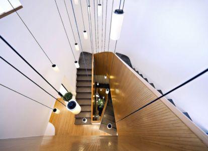 escalier et lustre - Mop House par AGI Architects - Al Nuzha, Koweït