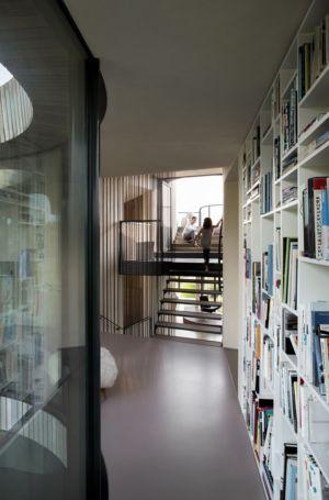 escalier et mezzanine - W.I.N.D House par UNStudio - Pays-Bas