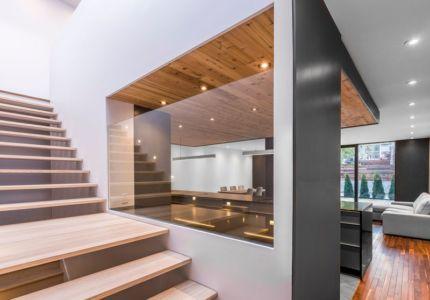 escalier et pièce de vie - Résidence Waverly par MU Architecture - Montréal, Canada