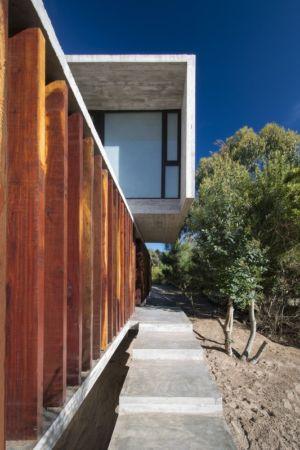 escalier et porte à faux - MR House par Luciano Kruk Arquitectos - La Esmeralda, Argentine