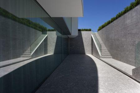 escalier extérieur - Casa Balint par Fran Silvestre Arquitectos - Valence, Espagne